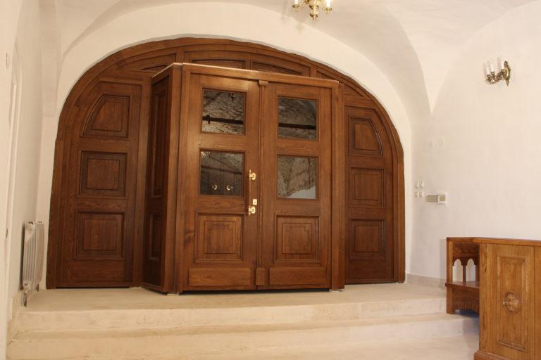 Межкомнатные двери из натурального дерева Особенности